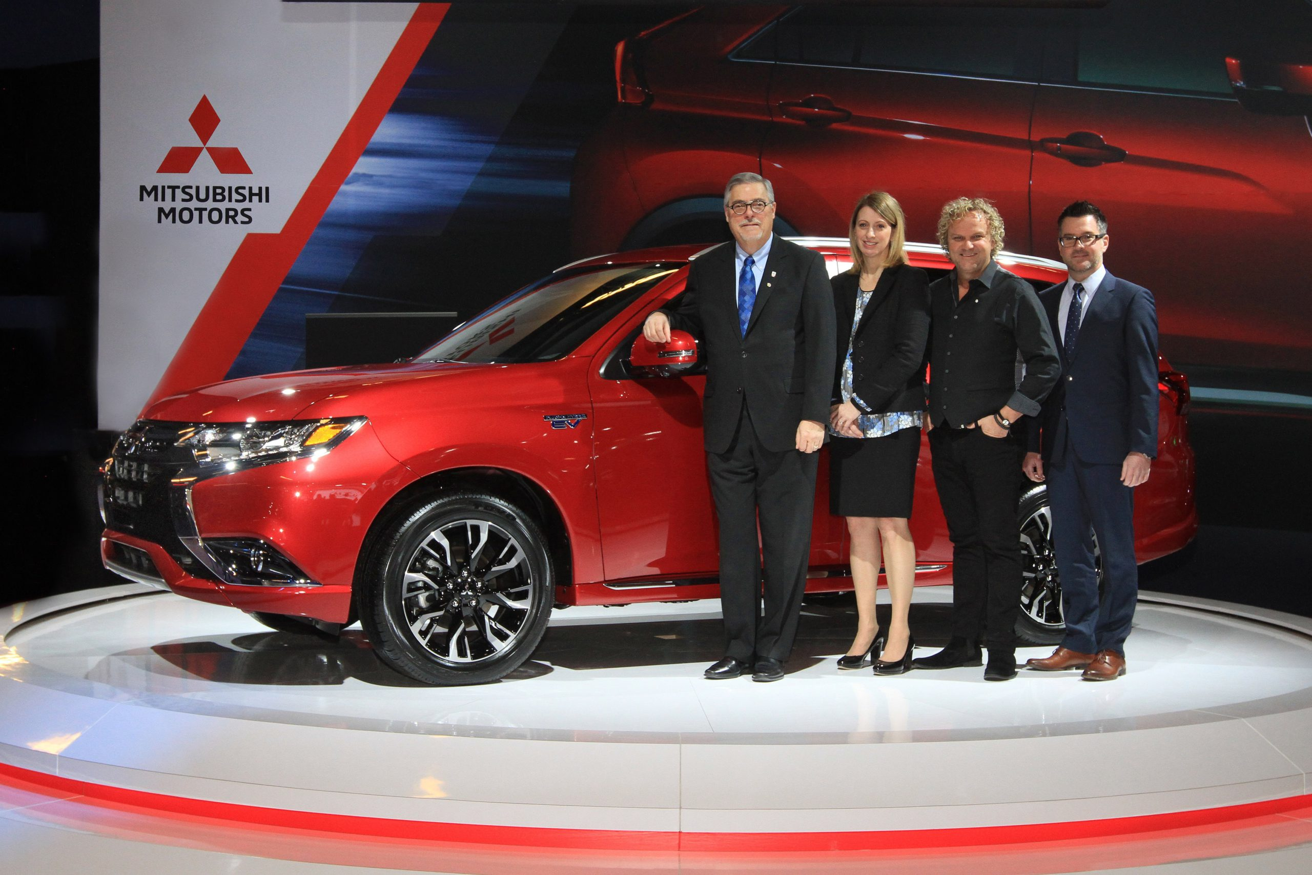 All-New Mitsubishi Outlander PHEV at Montréal Show